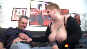Curva foarte grasa care ii place sa faca sex cu orice barbat care o baga