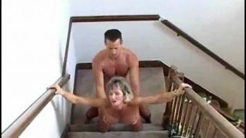 Partida de sex foarte intensa cu o curva matura care ii place sa fie fututa