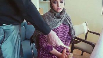 Abia astepta sa o dezbrace pe femeia araboaica