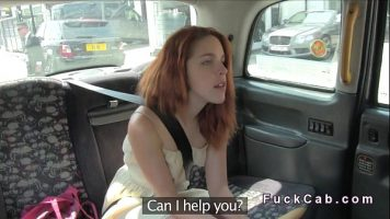 Tocilara roscata care este filmata cum se fute cu un sofer de taxiu dupa ce a acceptat