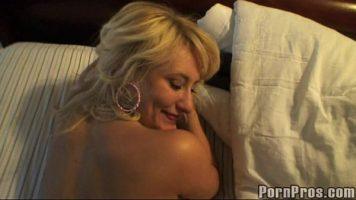 Sex filmat cu telefonul de catre barbat