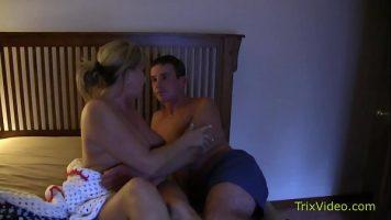 Trezita din somn i se cere sa faca sex cu un client nou pe care trebuie