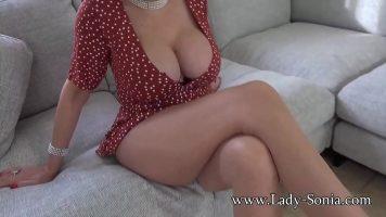 Are pe toata suprafata corpului crema si considera ca este foarte sexy cand o vad