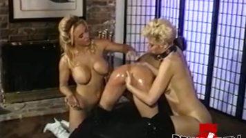 Trei lesbience care fac sex in grup si isi dau limbi in pizde si apoi se