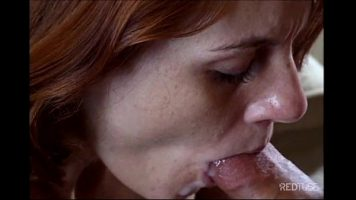 Are o pofta de sex oral aceasta femeie matura incat barbatul ejaculeaza in gurita ei