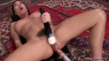 Acasa la ea are o camera speciala unde se masturbeaza la clitoris cu un vibrator imens
